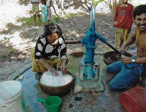 Wir bauten Brunnen für gutes Wasser im Dorf!